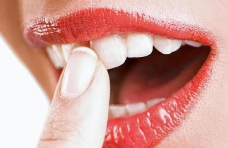 Расшатывание передних зубов: причины и профилактика